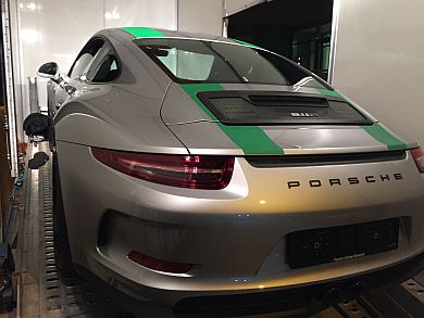 Porsche 991R prepaired for transport to Oman